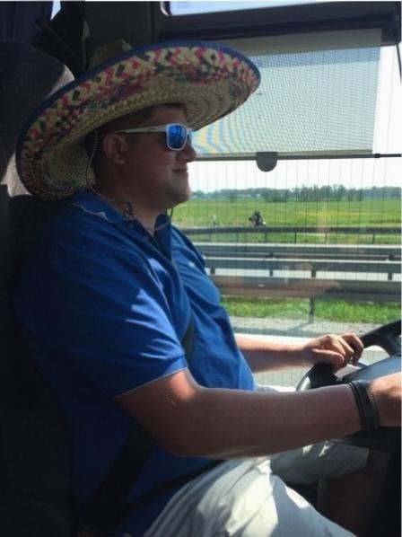 Für unsere Heimreise haben wir extra noch einen preisgünstigen, mexikanischen Busfahrer engagiert, damit unser Bürgermeister Alex sich auf der Fahrt ausruhen und am Montag seiner Gemeinde wieder mit vollen Kräften zur Verfügung stehen kann!
